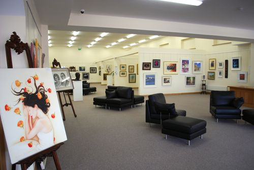 Inside of nora dunne gallery seeing rooms